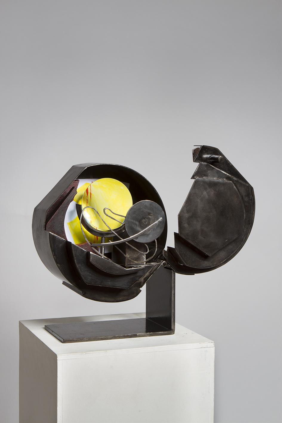 Rose Noire (2018) H. 33cm Ouverte 36cm L. 25cm Ouverte 41cm P. 18cm